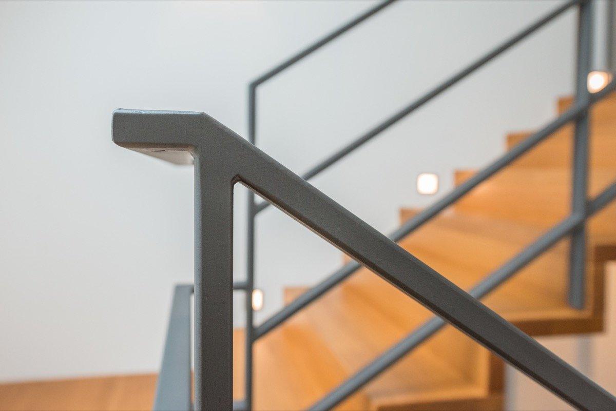 gel nder kindersicher machen ratgeber treppenplanung leicht gemacht kinderschutz treppen ein. Black Bedroom Furniture Sets. Home Design Ideas