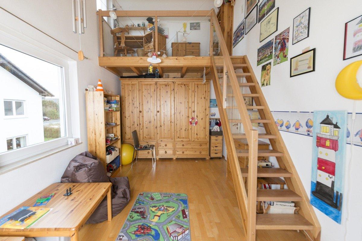 Raumspartreppe aus edlem holz gatterdam treppen for Sicherheit im kinderzimmer