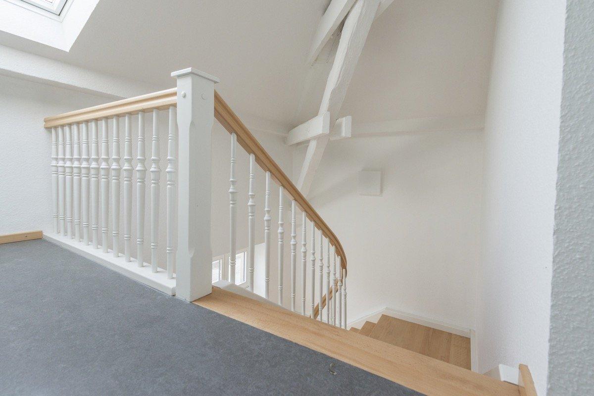 Treppengeländer Holz Geschlossen ~ Wangentreppe aus massivem Holz  Gatterdam Treppen