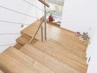 Betonpodest passend mit Holz verkleidet