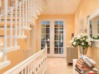 Korridortür durch uns passend zur Treppe gefertigt