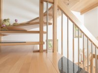 Treppe mit Materialmix (Holz, Stahl, Granit)
