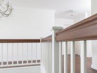 Treppenpfosten RAL weiß, Handlauf Eiche
