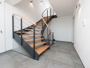 massivholztreppen aus dem kreis fulda gatterdam treppen. Black Bedroom Furniture Sets. Home Design Ideas