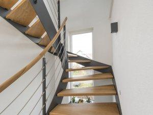 HPL Flachwangentreppe mit Stufen