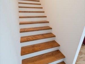 Treppenstufen Massivholz Kirsche auf Betontreppe