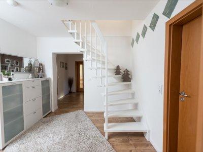 treppen aus holz individuell f r sie gefertigt in fulda. Black Bedroom Furniture Sets. Home Design Ideas