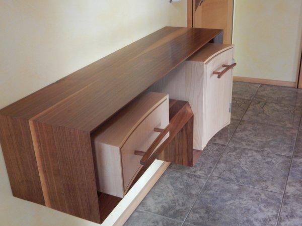 Außergewöhnliches Sideboard aus Massivholz
